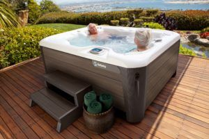 Small Hot Tubs: Where Urban Dwellers Find Tranquility