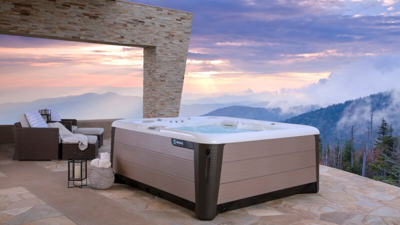 hot-spring-high-life-envoy-alpine white-bronze-lifestyle-spa-lifestyle-sunrise